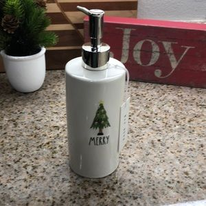 Rae Dunn Bath - 🌲 Rae Dunn MERRY Christmas Tree Soap Dispenser